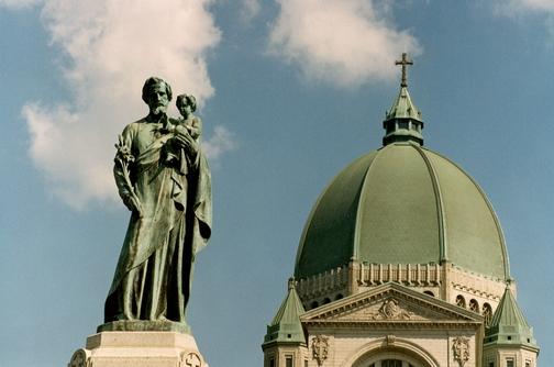 Prohibirán a los curas de Montreal estar a solas c...