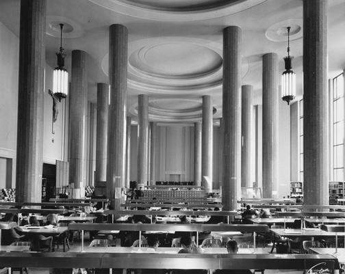 Salle de lecture de la bibliothèque centrale de l'Université de Montréal (maintenant Bibliothèque de la santé)